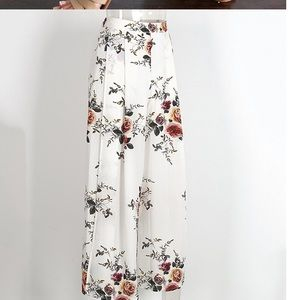 Dresses & Skirts - Floral Wide leg pants cullotes high slit size M